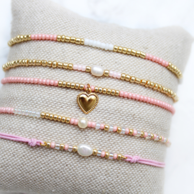 Setje van 5 roze armbandjes