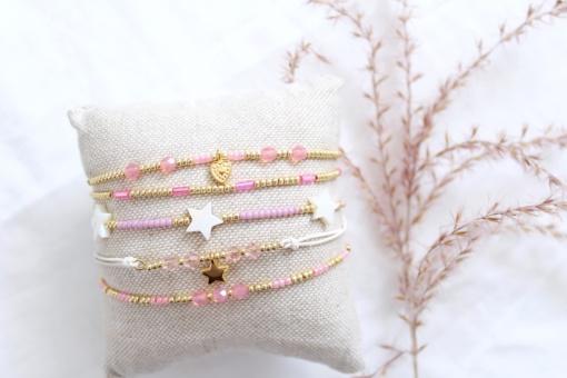 Setje van 5 roze armbanden