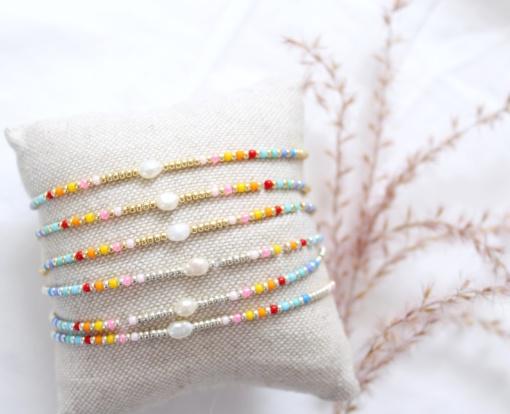 Multicolour armbandje met parel